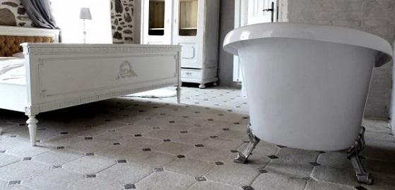 Fürdőszoba burkolat és kiegészítők a romantika jegyében