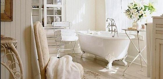 Tervezzünk bájos, természetes stílusú fürdőszobát!