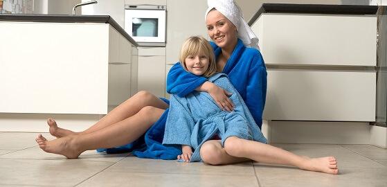 Veszélyes, ha elektromos padlófűtést teszünk a fürdőszobába?