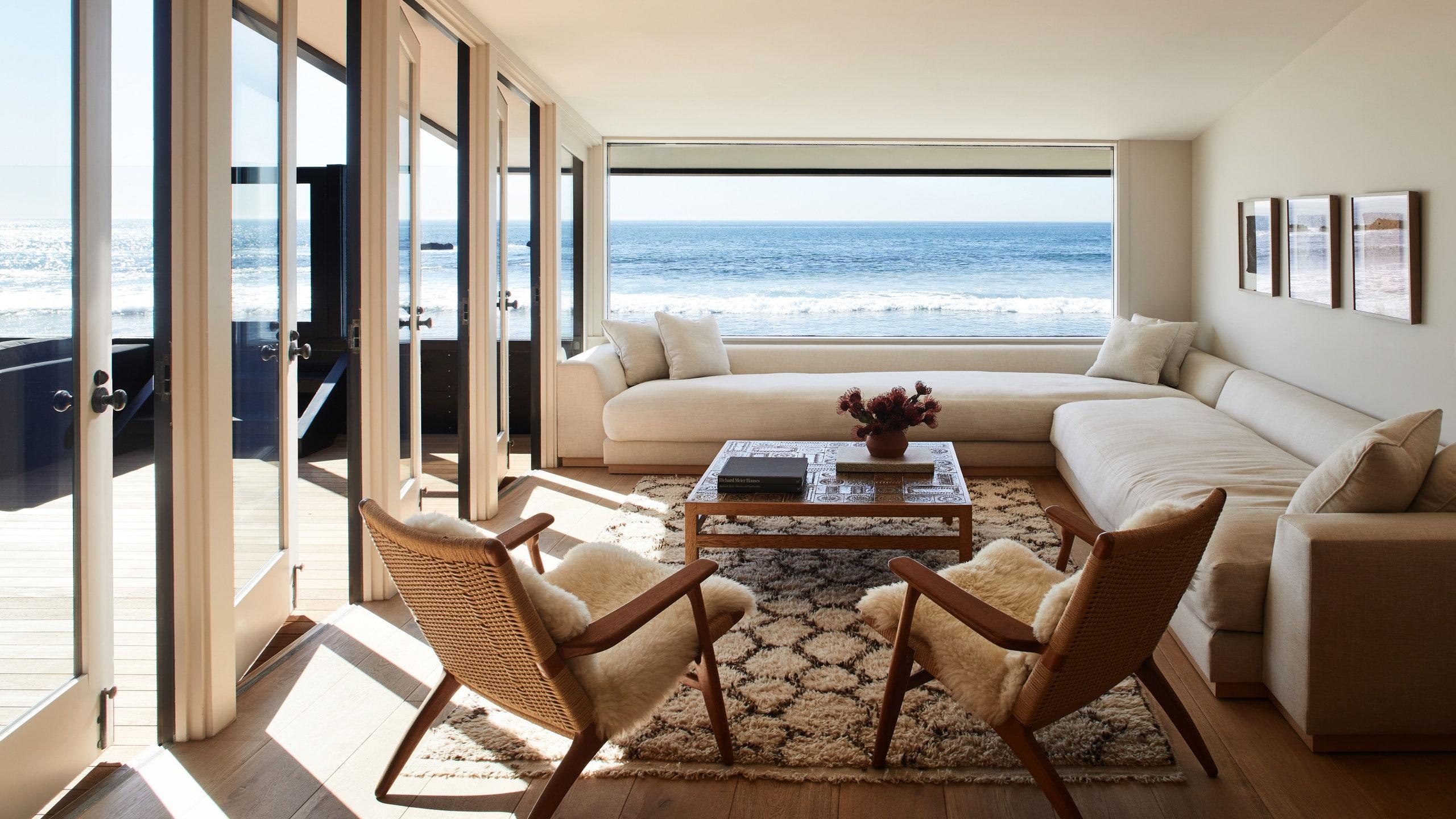 Nézz be Jason Statham lenyűgöző tengerparti otthonába!