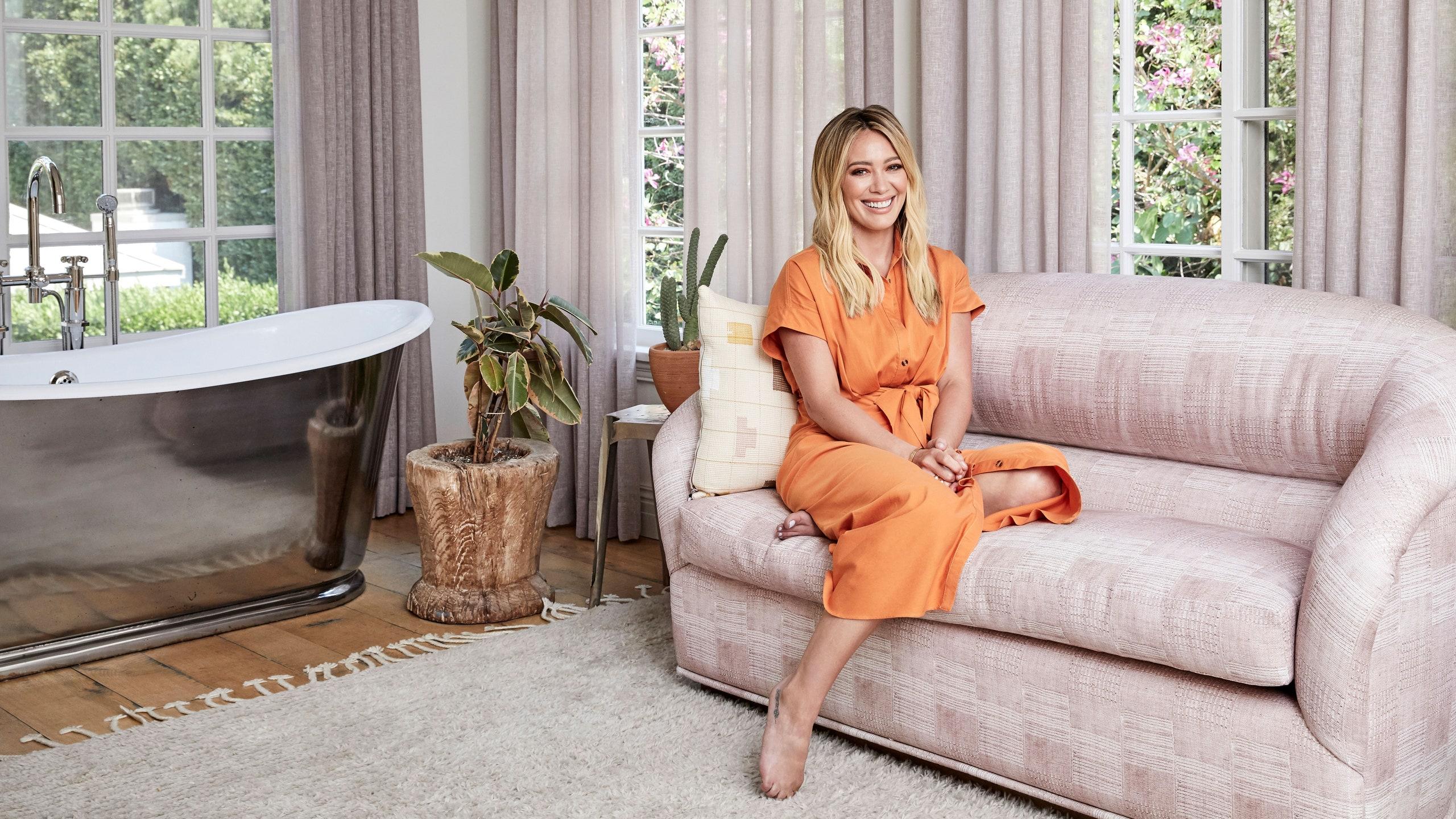 Napfényes kaliforniai hangulat, csirkékkel – Nézz be Hilary Duff otthonába!