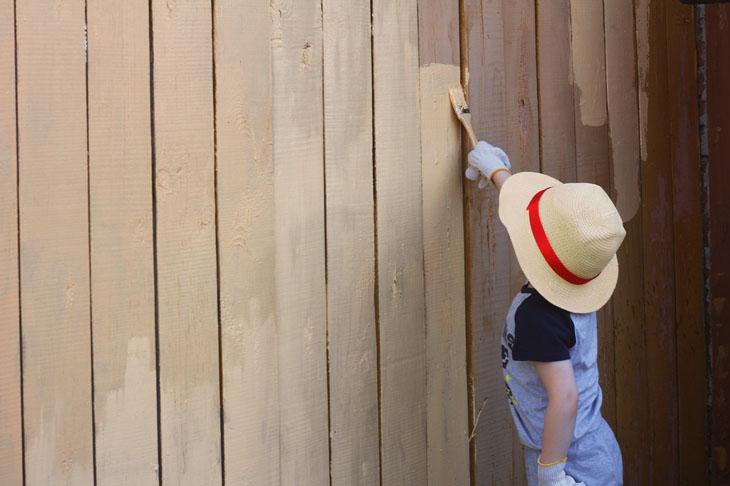 Ősz a kertben: kerítésfestés egyszerűen