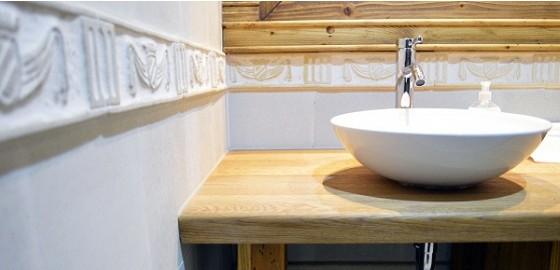 A fürdőszobában sem kell mellőznünk a klasszikus stílusokat!