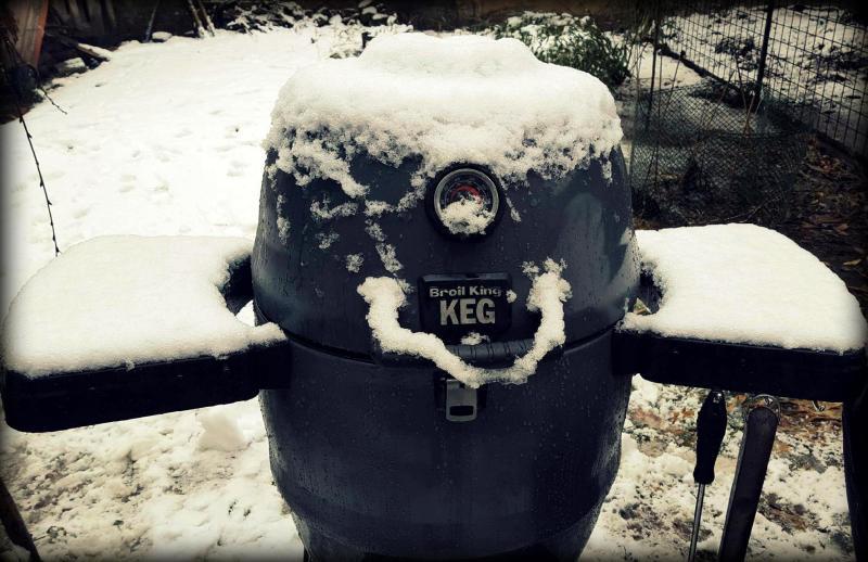 Ahol nem számít a fagyos időjárás: Téli grillparti Kanadában