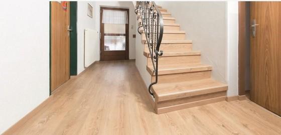 Harmónia és egység otthonában az Egger új lépcsőburkoló rendszereivel