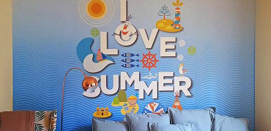 Tapéta a nyár szerelmeseinek a téli hidegben – a Disney-től