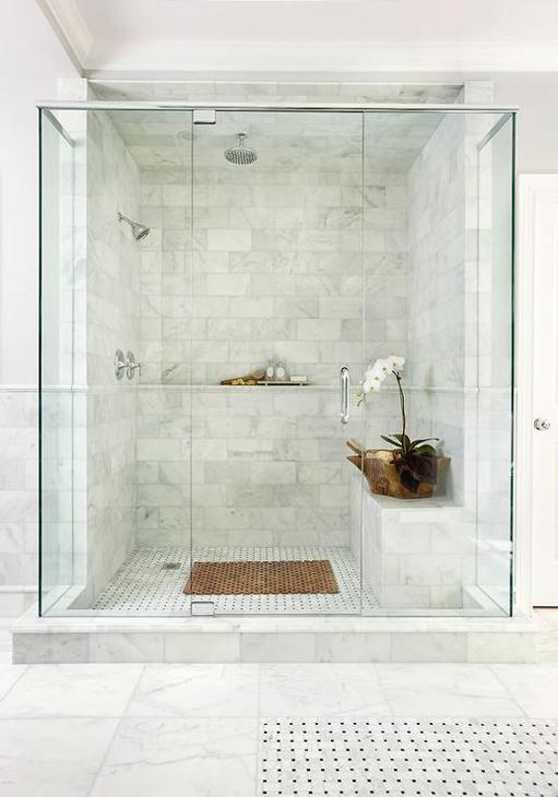Zuhanyzóba épített polc